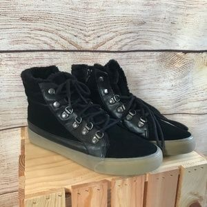 American Eagle | 8 | Leather Detail Boot Sneakers